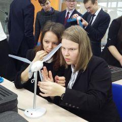 Сборка ветроустановкиЧебоксарская ГЭС и Лицей № 18 приглашают школьников в Энергокласс и на факультативные занятия РусГидро