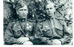 Владимир Александрович Шарфунов (слева). Фото предоставлены Алёной АршиновойВеликий праздник с горьким привкусом слез