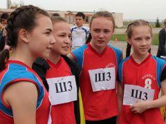 """У девушек 7-9 классов первой на финише была команда школы № 3Cпасибо Газете """"Грани"""" за праздник!"""