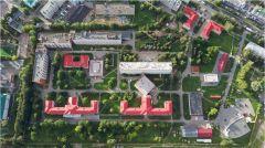 Так медицинской комплекс выглядит сегодня.Забота по-новому. Главную больницу Чувашии ждет большая реконструкция Реализация нацпроектов