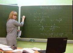 """Скоро учителям не нужно будет писать на реальной доске, ее заменит виртуальная в цифровой платформе.  Фото из """"Инстграма"""" преподавателя математики Альбины НестеровойЕдиная, понятная, умная Цифровая Россия"""
