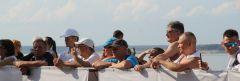 Сложно было обнаружить зрителя без смартфона в руке. Жители Чувашии активно поддерживали спортсменов, а до того взорвались аплодисментами после речи Валерия Газзаева.В спортивной республике — ходить Чемпионат и первенство России по спортивной ходьбе в Чебоксарах спортивная ходьба