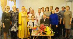 В центре — золотые юбиляры. Фото nowch.cap.ruИ целого века мало Золотые юбиляры