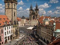Староместская площадь окружена городскими домами с фасадами различных архитектурных стилей: готического, ренессанса, барокко, рококо. Ее площадь составляет около 15 тыс. кв. м. Фото с сайта praga-praha.ruНа родине бравого солдата Швейка. Продолжение Чехия Тропой туриста Прага