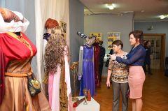 Уникальные костюмы составили основу экспозиции. Фото cap.ruЮбилей театра  отметили в музее ТЮЗ