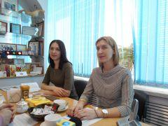 Инна ТИМИРЯСОВА и Юлия ХАДИУЛЛИНА. Фото Марии СмирновойКуда пойти учиться. Практика для студента — гарантия трудоустройства