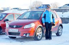 У Светланы Прокопьевой стаж вождения более 10 лет, а в гонке она впервые. Горячий лед, автомобили и дамы Волжский трек автогонки