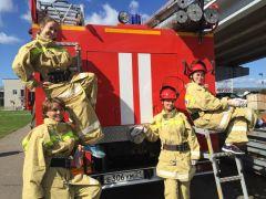 Участницы пожарных соревнованийНа Чебоксарской ГЭС прошли соревнования пожарных-добровольцев РусГидро