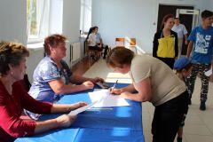 В Канашском районе 9 сентября свои двери открыли пять участков, на которые пришли все 508 избирателей. Фото cap.ruОт одной партии Наша республика