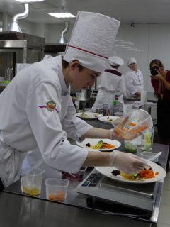 """Состязания студентов в компетенции """"Кулинарное дело"""" проходили среди команд по два человека. Абилимпикс без границ Абилимпикс"""