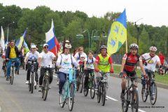 Фото Владимира ФилипповаСпорт объединяет Навстречу 60-летию Новочебоксарска велопробег