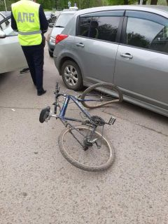 3 мая на ул. Комсомольской, 2 водитель ВАЗ-21124 при выезде с прилегающей территории не уступил дорогу 15-летнему велосипедисту, пересекающему проезжую часть, и совершил наезд на него. Юноша получил телесные повреждения.Внимание: велосипеды на дорогах! Полоса безопасности
