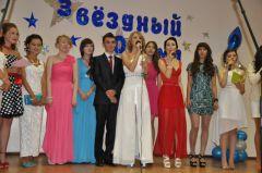 Vypuskniki_dvienadtsatoi.jpgВ Новочебоксарске 696 юношей и девушек закончили школу в этом году Выпускной в школе