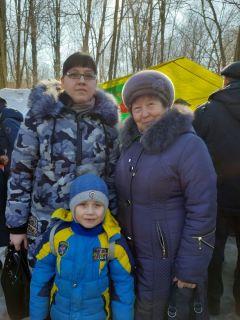 Мальвина Зайцева с мамой и сыном Кириллом.Солнце, блины  и весеннее настроение Масленица-2019 Город счастливых семей