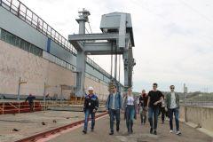 Знакомство с гидротехническими сооружениями130 студентов-гидротехников познакомились с Чебоксарской ГЭС РусГидро
