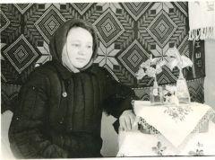 Вера Николаевна в 1961 году в комнате женского общежития.  Фото из архива семьи МихайловыхНовочебоксарск начинался  с бараков  Первостроители