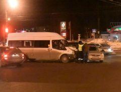 В Чебоксарах проводится проверка по факту ДТП с маршрутным микроавтобусом