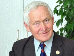Председатель Новочебоксарского городского Совета ветеранов Валерий АВВАКУМОВНастроение создали горожане День Победы 75 лет Победе