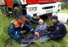 Бабушку удалось спасти. Фото: МВД по ЧРВ Мариинско-Посадском районе спасли бабушку, которая два дня провела в лесу без еды и воды розыск людей