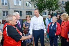 Глава Чувашии Михаил Игнатьев в Новочебоксарске бывает часто, встречается с жителями, узнает их чаяния.Благоустройство под ключ Дворы-2020