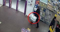 Злоумышленника засекла камераСерия краж из магазинов игрушек раскрыта чувашскими оперативниками кража в магазине