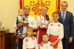 Михаил Игнатьев встретился с многодетной семьей Черновых
