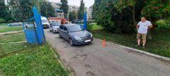 Место ДТПВ Новочебоксарске сбили неожиданно выбежавшего из-за ворот ребенка ДТП с несовершеннолетним