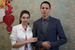 400-я пара 2018 года Павел Макаров и Анастасия ГерасимоваНовочебоксарский ЗАГС зарегистрировал 400-й брак. Эта отметка достигнута на полмесяца позже, чем в 2017 году ЗАГС