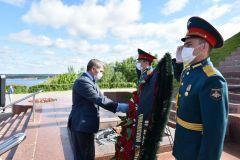 В День памяти и скорби врио Главы Чувашии Олег Николаев возложил цветы к Вечному огню 75 лет Победе