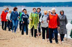 Фестиваль скандинавской ходьбы в первый раз прошел в Чебоксарах в 2017 году и уже успел стать традиционным. Фото visitvolga.ruЗдоровье на Волге скандинавская ходьба
