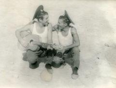 Новочебоксарец Юрий Федоров (слева) с сослуживцем. Пограничные войска, Афганистан. 1983 год. Собираем дембельский альбом Дембельский альбом