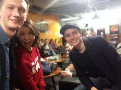 Юра (слева) в одном из клубов Хельсинки.Адреналин и экономия: как путешествовать, будучи простым студентом финляндия Колесо путешествий