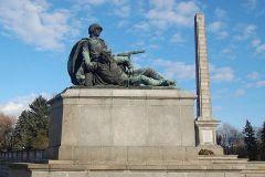 Памятник советским воинам в Варшаве. Здесь похоронены 21468 воинов Красной Армии, погибшие в 1944-1945 годах при освобождении Варшавы от немецкой оккупации в ходе Варшавско-Познанской операции.Освобождение Европы: от Киева до Праги Бессмертный полк
