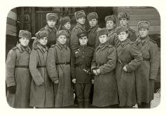 1943 г. Заместитель командира взвода Алексей Герасимов в первом ряду третий справа. Фото из семейного альбомаВрагу не сдавался советский солдат Подвиг Бессмертный полк