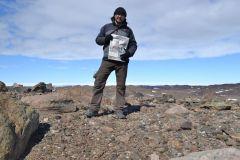 """Геолог  Михаил Егором в центральной части оазиса Бангера """"Грани"""" в Антарктиде путешествуем с газетой туризм"""