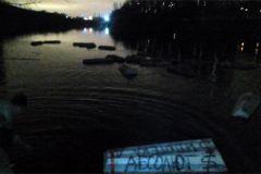 Фото со страница Елены Савиной «ВКонтакте»По Москва-реке поплыли гробики Акция банки
