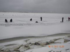 Фото ГИМС ГУ МЧС РФ по ЧРРискуют жизнью  ради пары килограммов рыбы рыбаки поведение на льду