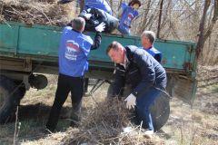 hd_10subbotnik.jpgДепутаты городского Собрания Новочебоксарска вышли на субботник экологический субботник