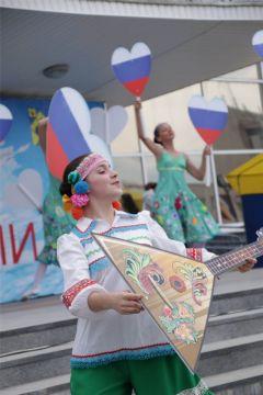 hd_21.jpgПраздничный концерт состоялся в День России в Новочебоксарске 12 июня — День России