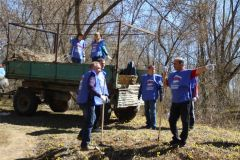hd_3subbotnik.jpgДепутаты городского Собрания Новочебоксарска вышли на субботник экологический субботник