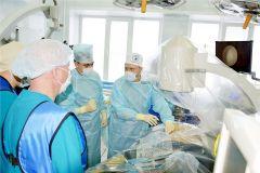 Хирурги знакомятся с новым оборудованием.Без скальпеля. Новый японский аппарат эндосонографии появился в Чувашии Новые технологии