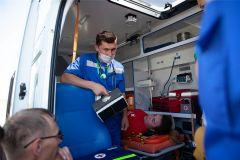 Как рассказал нам участник соревнований, машины скорой помощи оборудованы сейчас всем необходимым.Скорее, быстрее, лучше всех! скорая помощь