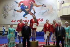Спортсмены из 23 регионов страны и Казахстана разыграли Кубок Главы Чувашии по самбо