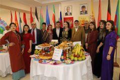 Олег Николаев тепло поприветствовал участников межнационального праздника Навруз Навруз