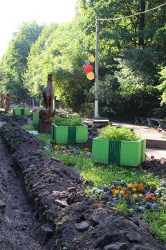 В Ельниковской роще началось обустройство спортивной площадки и ремонт пешеходных зон