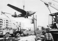 Открытие памятника-планера в Шумерле в 1987 году.  Фото из архива Анатолия ПояндаеваШумерля: в тылу как на фронте Город трудовой доблести 75 лет Победе