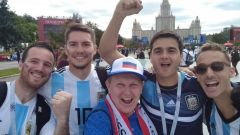 А это наш внештатный собкор Николай Абрамов (в центре). Вчера он был на матче Марокко — Иран в Санкт-Петербурге.В Россию пришел большой футбол ЧМ-2018