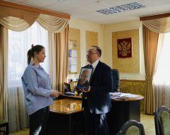 ВручениеГеннадий Федоров вручил портрет с автографом Президента России  Президент России Владимир Путин