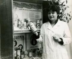 Фото середины 90-х годов из архива  Тамары ТимофеевойМастер бытовой химии день химика