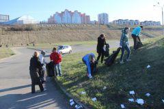 Сотрудники горадминистрации вышли на субботник на набережную весенние субботники